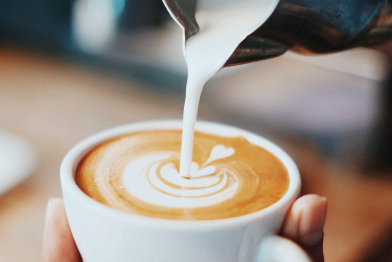 Welche vegane Milch eignet sich für Kaffee?